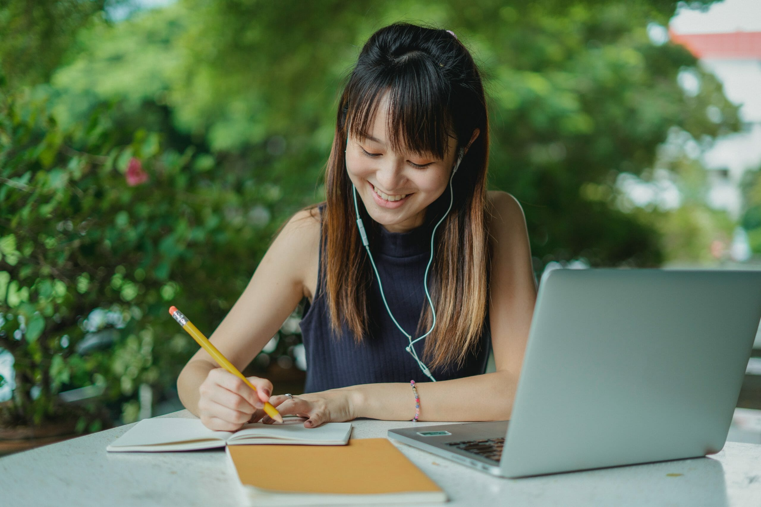 What's the Difference Between a CV and a Cover Letter? A Deep Dive